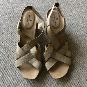 Bandolino strappy wedge sandals